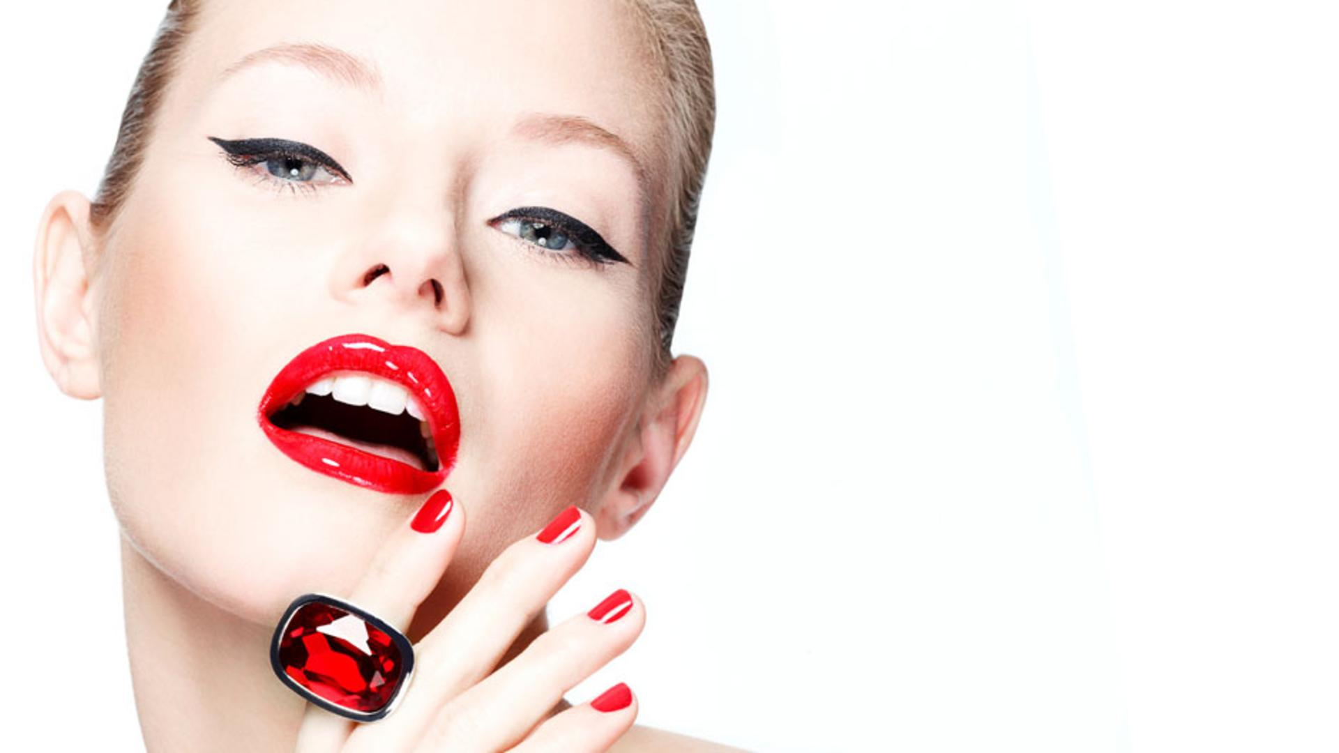 Makeup trends red lipstick