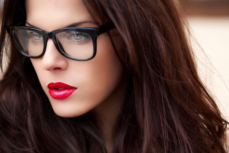 Μακιγιάζ με γυαλιά. Πρόταση makeup για κοπέλες με γυαλιά - Makeup trends