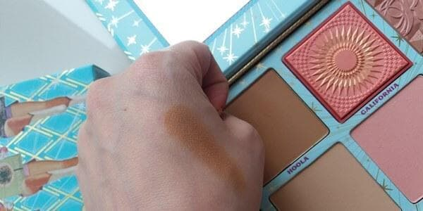 Cheek Parade. Hoola bronzer swatch